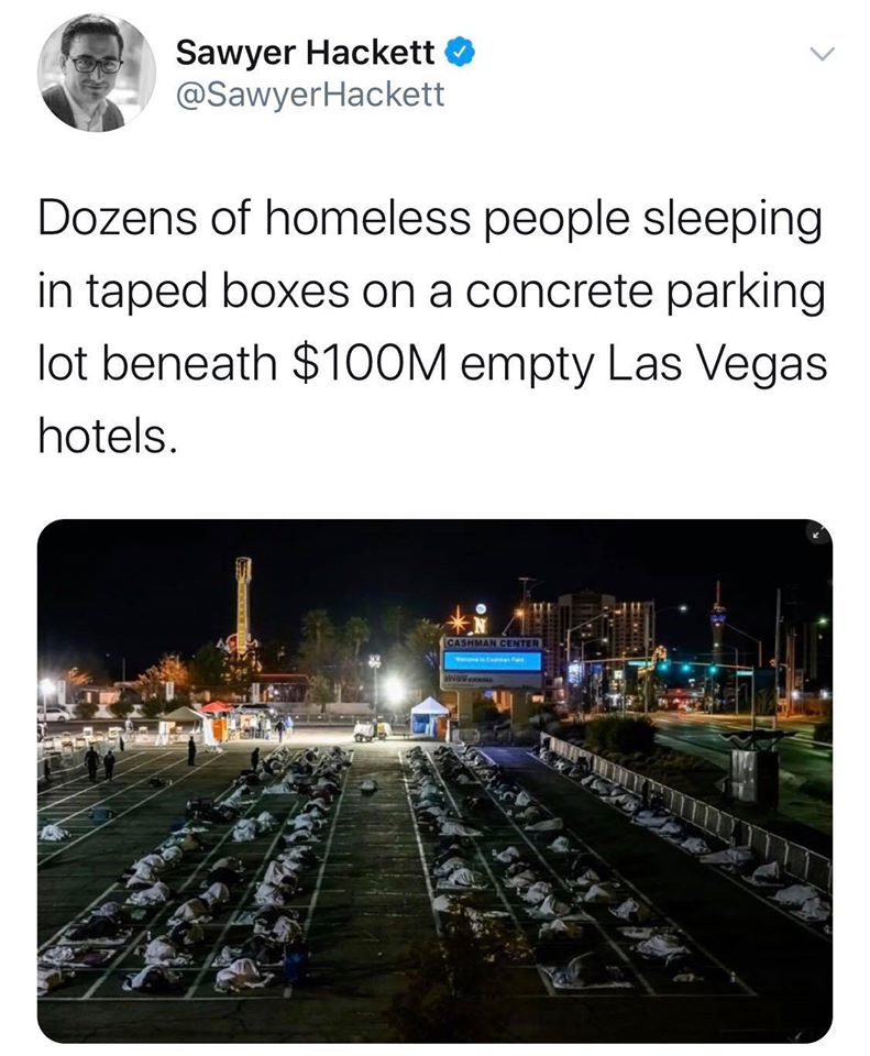 В апреле 2020 г. бездомных уложили согласно социальному дистанцированию в Лас Вегасе на парковке. На фоне полностью пустых отелей (на заднем плане). Сыпной тиф в Лос-Анджелесе, перекинувшийся с бездомных на (пока) благополучных сограждан ещё раньше показал, что общество не может пренебрегать лечением бедняков, не рискуя получить их эпидемиологические проблемы https://www.nbclosangeles.com/news/local/typhus-epidemic-worsens-in-los-angeles/1238/